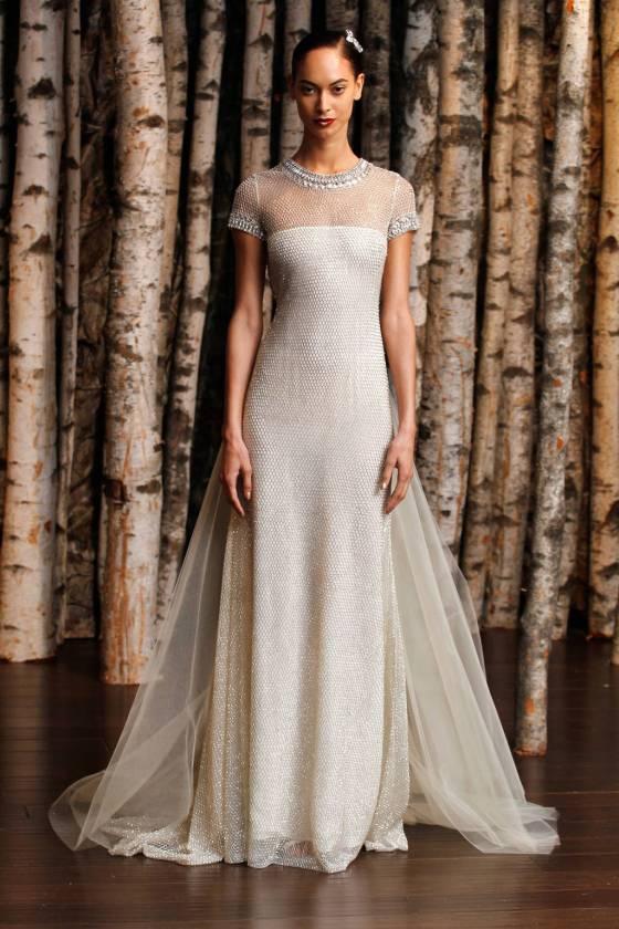 bfdf4a2d0fb Εμπνευσμένη από τα πολυτελή φορέματα των αυτοκρατόρων της αρχαίας Ρώμης,  αυτή η λαμπερή δημιουργία με λεπτομέρειες από κεντητές χάντρες του Naeem  Khan ...
