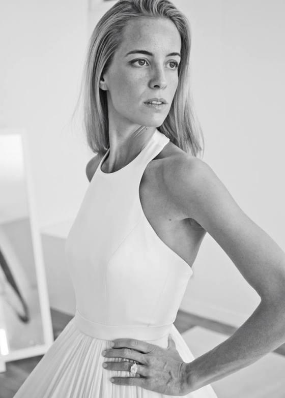 4c4ded67fa33 Το τοπ του φορέματος εμπνεύστηκε από τη συλλογή Άνοιξη – Καλοκαίρι 2013 της  Mary Katrantzou. Ακολουθεί γραμμή δρομέα και προσδίδει στο φόρεμα ένα  μοντέρνο ...